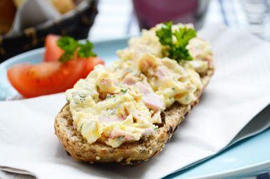 Ein Schinken-Ei-Aufstrich ist klassisch, bodenständig und lecker. Das Rezept für einen tollen Snack zwischendurch.