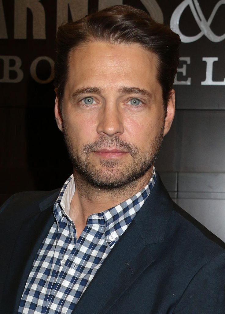 """Jason Priestley: """"It's Nobody's Business"""" Whether I Hooked Up with Tori Spelling Plus: Why he didn't watch Lifetime's <em>Unauthorized 90210 Story</em>"""