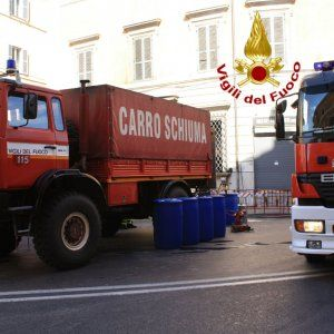 Roma operai al lavoro in via Tiburtina rompono tubo gas: chiuso e poi riaperto tratto di strada #lavoratori #salari #tasse #roma #stipendo #INPS