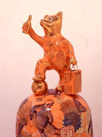 2003年にイギリスの現代美術の最高賞であるターナー賞を受賞し、現在のイギリス現代作家の中で最も注目すべき一人、グレイソン・ペリー氏の日本初の個展「我が文明:グレイソン・ペリー展」が4月28日より、金沢21世紀美術館(金沢市広坂1)で開催される。