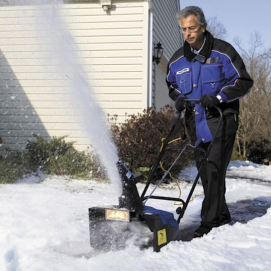 Best-Rated Lightweight Electric Snow Blowers On Sale - Reviews And Ratings 2015 If you are looking for the best-rated lightweight electric snow blowers that are on sale, then take a look at a selection that I found online. These electric snow blowers are lightweight and easy to maneuver when you are removing heavy wet snow. Read the reviews to help you decide which electric snow blower you think would do the best job of removing snow from your property.