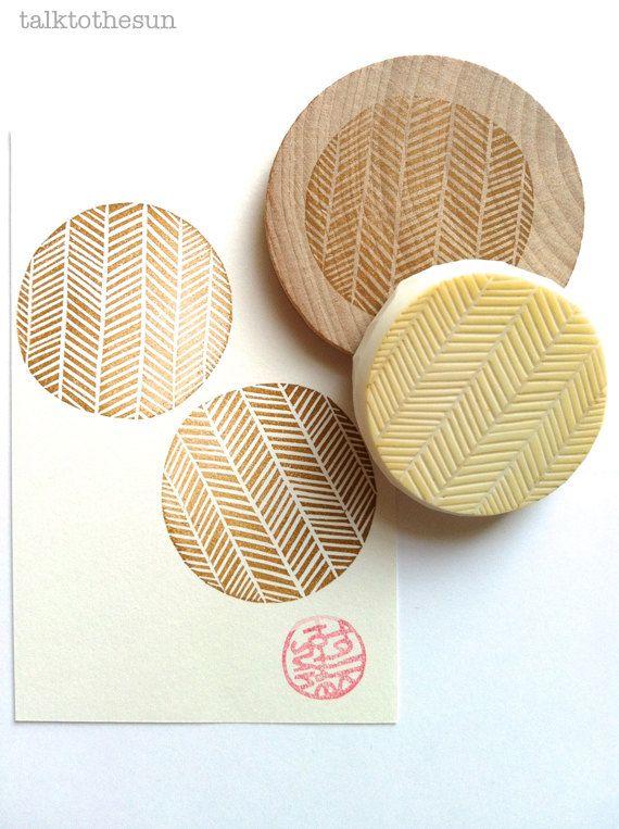 Fischgräten-Muster-Briefmarke. geometrischen Kreis von talktothesun