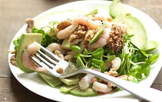 Salat med rejer, avocado og kokoslime-dressing
