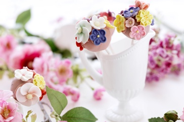 Decorate with flowers in the kitchen with these cake pops.