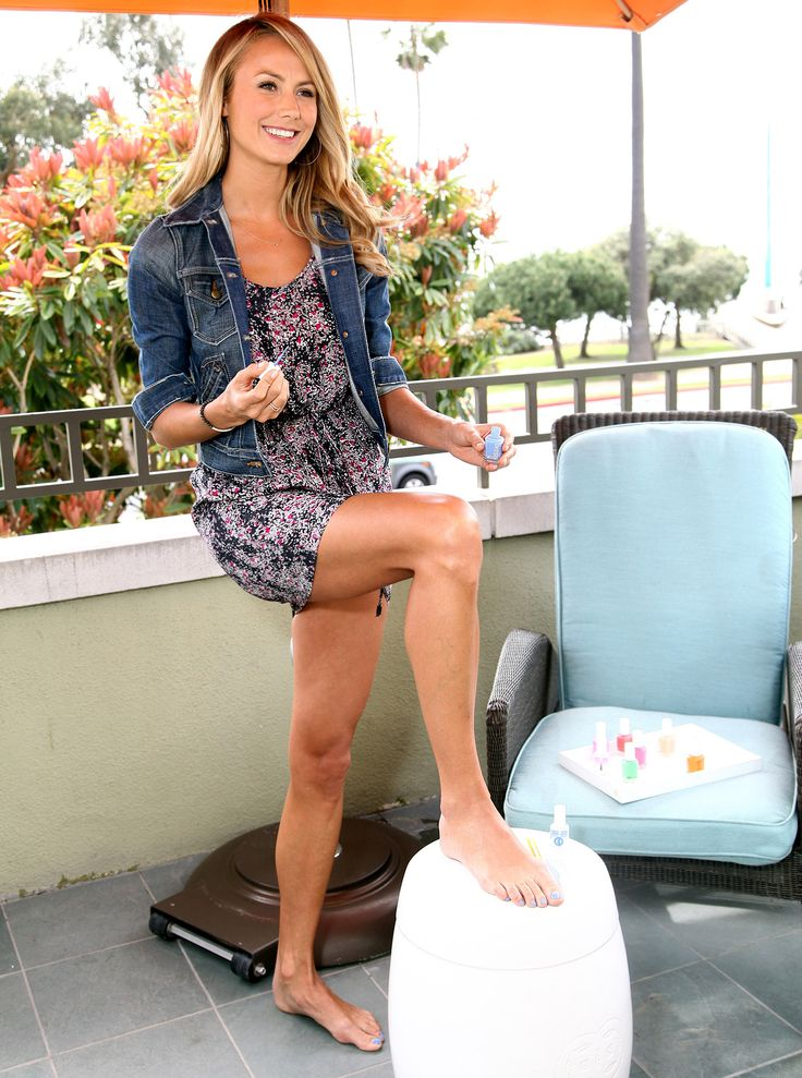 Stacy Keibler Paints Her Toes Blue For Charity Stacy