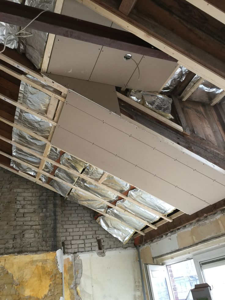Plafond woonkamer isoleren aanbrengen for for Plafond en stucco