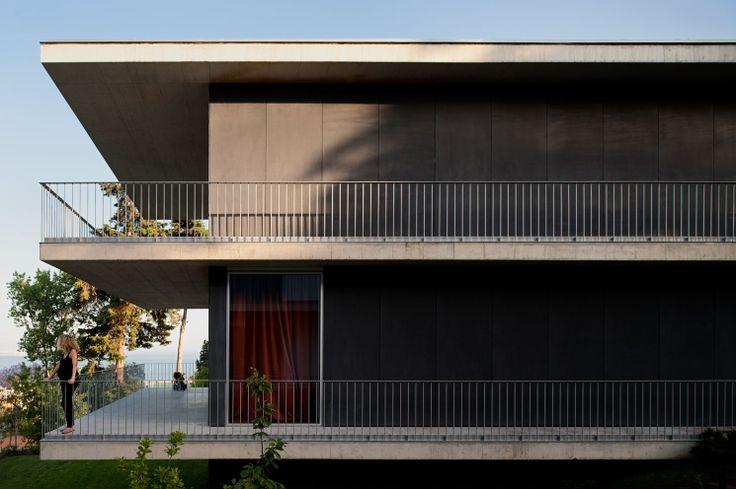 Atelier Central Arquitectos . Houses in Paço de Arcos . Oeiras . Portugal © Fernando Guerra, FG+SG Architectural Photography