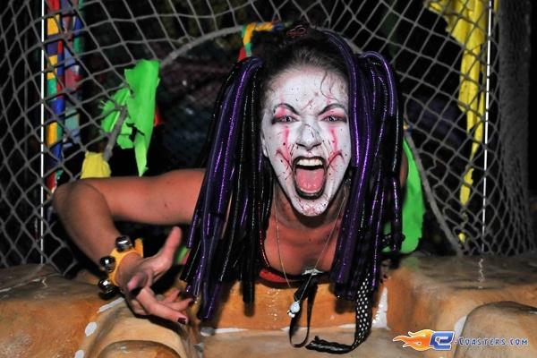 91/92 | Photo des soirées de l'horreur, Terenzi Horror Nights 2009 situé pour la saison d'halloween à @Europa-Park (Rust) (Allemagne). Plus d'information sur notre site http://www.e-coasters.com !! Tous les meilleurs Parcs d'Attractions sur un seul site web !!