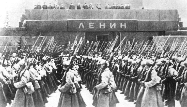 7 November 1941, a military parade; here from solgiers went directly to the front. Stalin is in Moscow. Hitler's army is at 32km from Red Square.