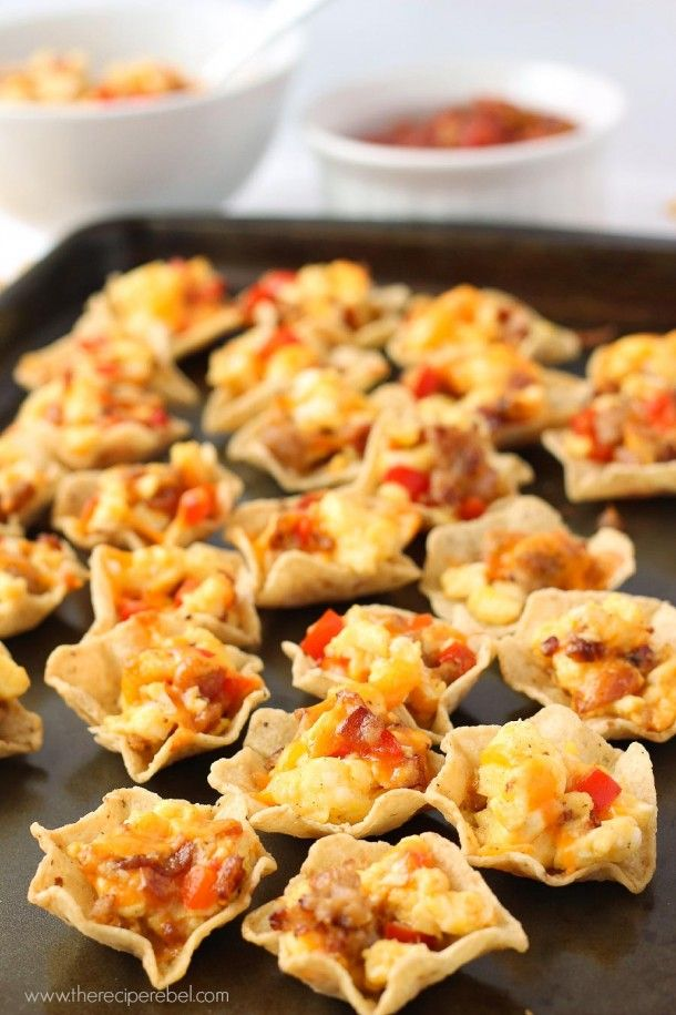 Breakfast Taco Bites: a super easy breakfast, appetizer or addition to any brunch that you can make ahead and customize to your own tastes! www.thereciperebel.com