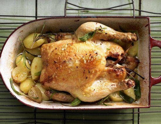 Курица с картофелем, луком и чесноком