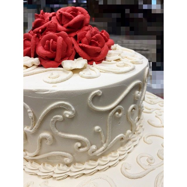 Old school soft cream wedding cake with piped roses!!! #weddingcake #softcream #handpiped #roses #oldschool #simple #beautiful #wedding #cake #bride #brideandgroom #vintage #retro #rustic #rusticwedding #cakesofinstagram #hipster #hipsterwedding #greekbakery #greektown #eastyork #papevillage #seranobakery #Torontobakery