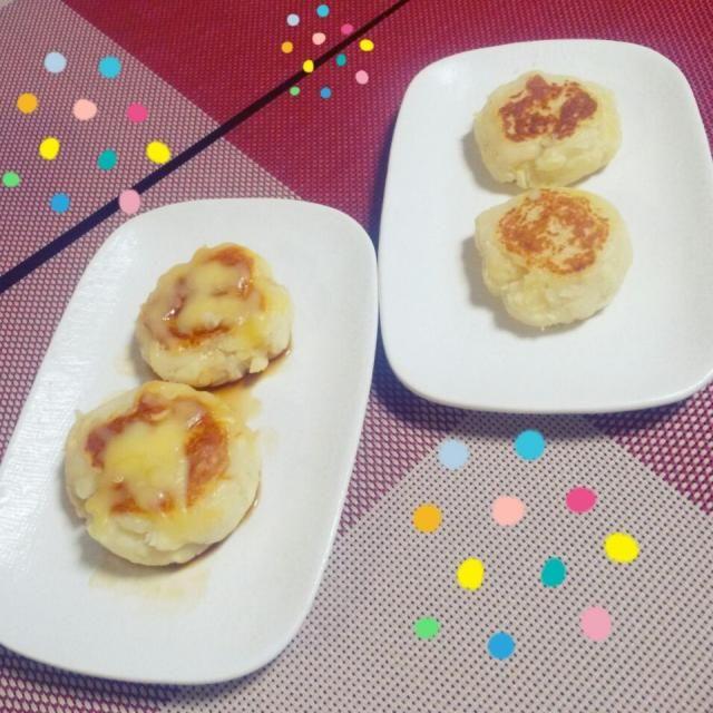 じゃがいも2個分で4つ作りました☆ 旦那さんはチーズのせました~☆ 二人とも大好きな味でとってもとっても美味しかった~q(^-^q) 美味しいレシピありがとうございます☆  両面こんがり焼けたので大丈夫だと思ったのですが中がとろとろでチーズみたいに。。。! これはこれで美味しくて良かったのですが、もちもちとはほど遠く火が通ってなかったのかと後でちょっぴり心配になりました~(..) - 55件のもぐもぐ - 山本真希さんのもちもち!じゃがいも餅♦海鮮おろし蕎麦 by mamerie