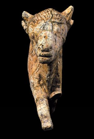 Bison sculpted from mammoth ivory. Found at Zaraysk, Russia, about 20,000 years old. Zaraysk Museum of Art and History. 2. front view.