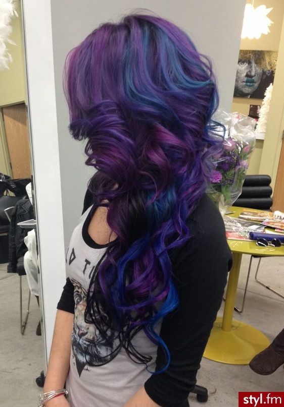 Ohhh I'm in LOVE with her hair!!! Absolutely NEED to this to mine and asap!!