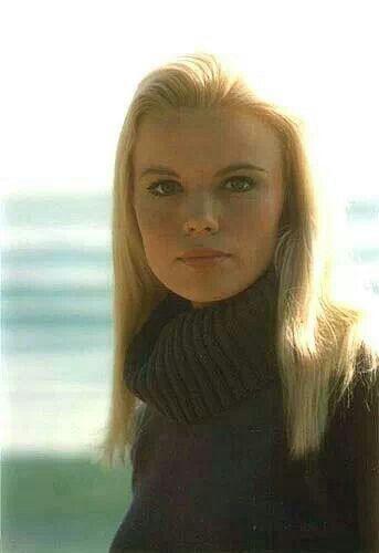 Marta Kristen - Judy Robinson