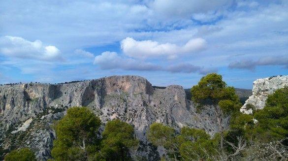 Πεζοπορία γύρω από το Φαράγγι του Κελάδωνα και επίσκεψη στο Σπήλαιο του Πάνα. Επιπλέον πληροφορίες www.B-cause.gr