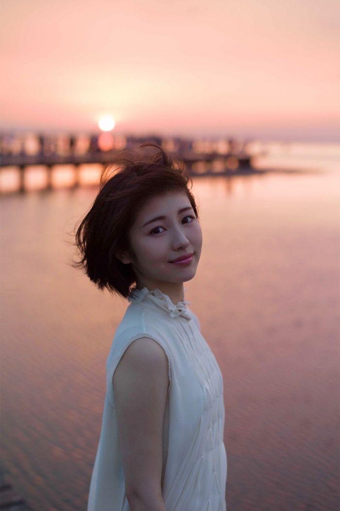 (画像8/8)浜辺美波、初めての海外旅行へ 無垢で自然な表情切り取った写真集