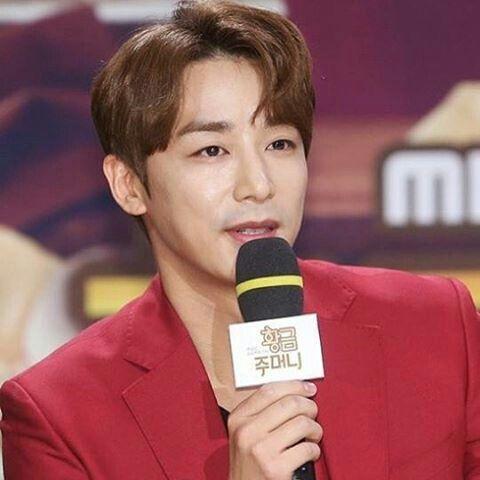 2016-11-08 Golden Pouch press conference | Kim Ji Han (Jin Yi Han)