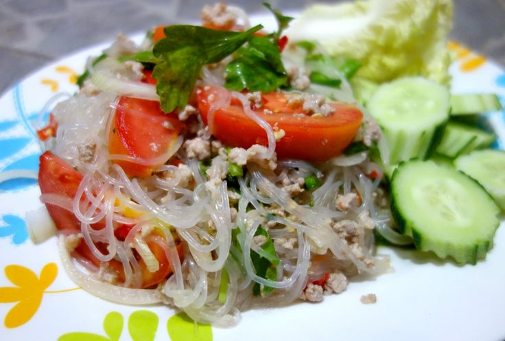 Yum woon sen - Glass noodle salad with minced pork - authentic Thai recipe from a street restaurant in Thailand (source: my personnal food and travel blog / vlog with recipes, authentic video recipes,(Glass Noodle Recipes)