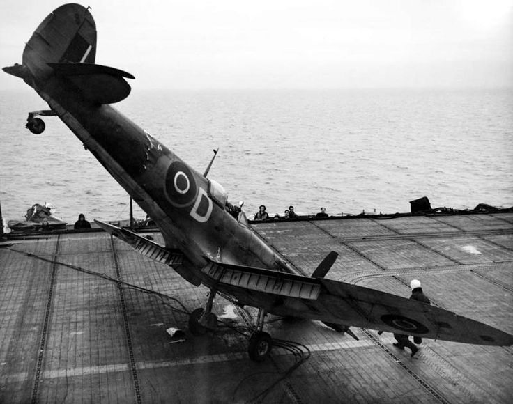 Seafire LF III crash land aircraft carrier