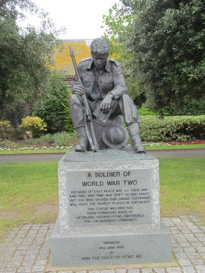 This memorial is dedicated to the Allied soldiers who fell during the Second World War and is stading outside the D-day museum in Portsmouth