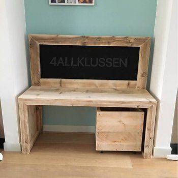 Steigerhout kindertafel met krijtbord en opbergkist