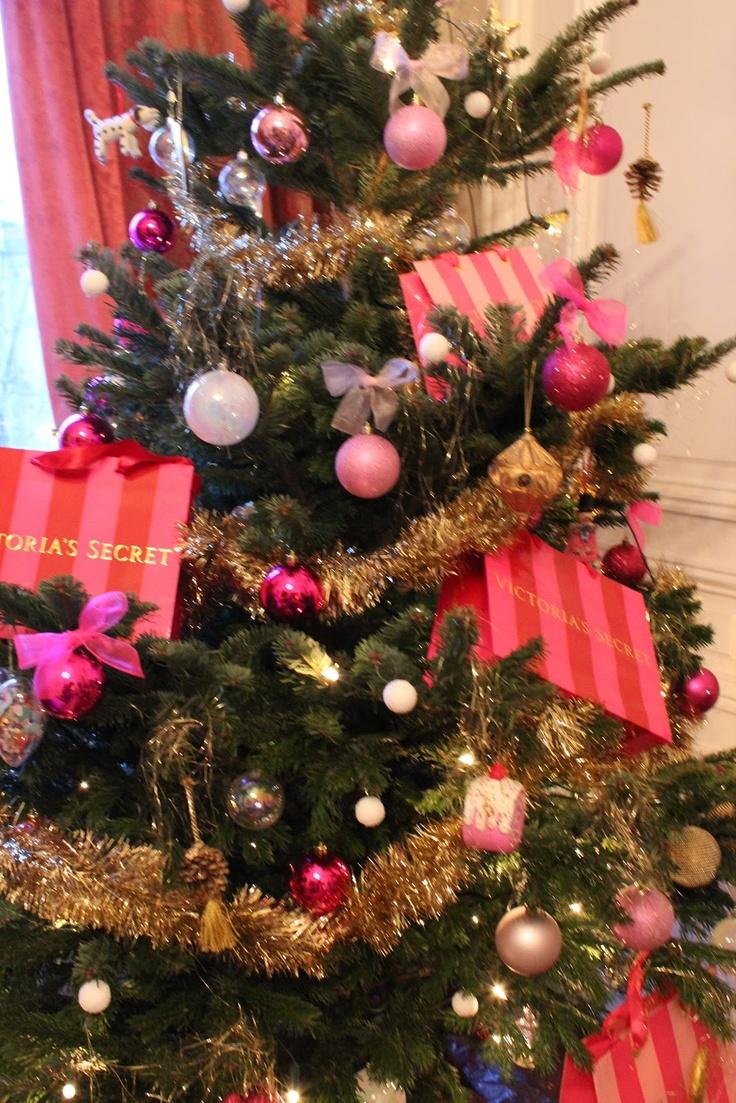 LIFE ILLUSTRATED Victorias Secret Christmas Tree I Love