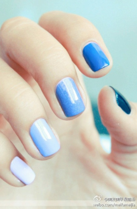 i should try something like this; i'm sure i have enough polishes to do shades haha