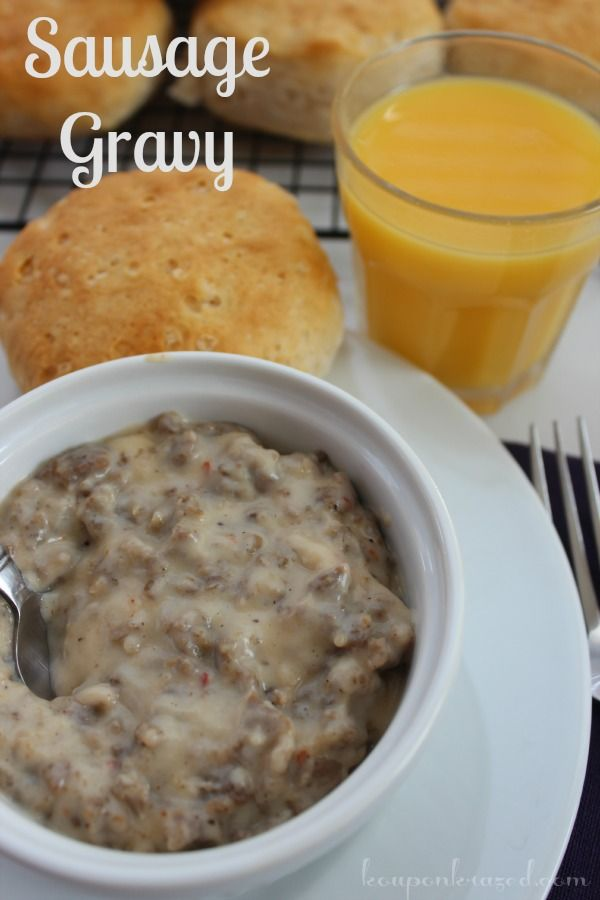 Easy Sausage Gravy Recipe - a Southern favorite! #easyrecipe