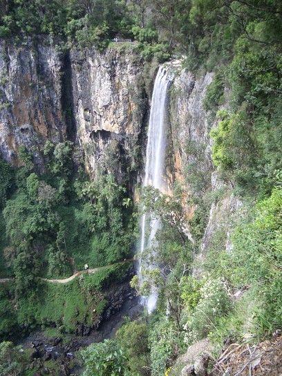 世界遺産パーリングブルック滝。迫力のある滝。ゴールドコースト 旅行・観光のおすすめスポット!