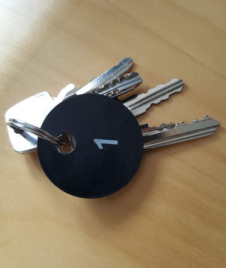 Garderobenmarken als Schlüsselanhänger - http://garderoben-marken.de/2016/07/27/garderobenmarken-als-schluesselanhaenger/