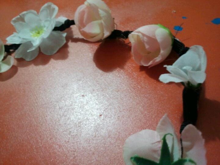 Coroncina di fiori per info:tactheakisclothing@gmail.com