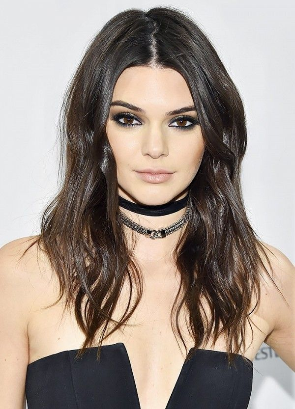 Kendall Jenner knows that to make thin hair look fuller it's best to ask for layers that start at the chin