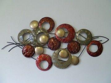Groot handgemaakt metalen kunstwerk.