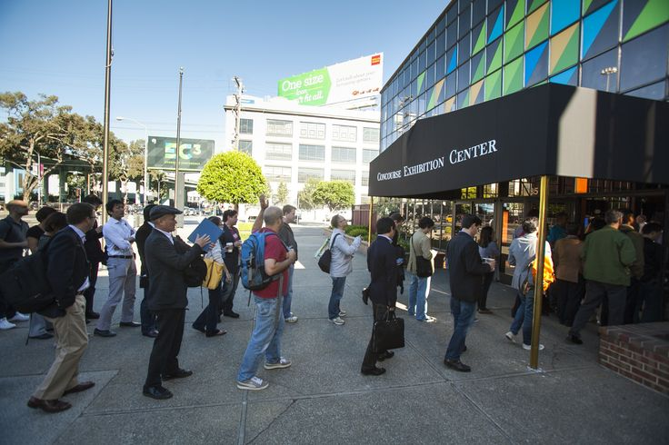 EC3 - #EC2013: People lining up to get in the doors