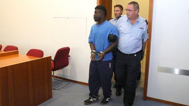 """Goldstück aus Ghana,""""Erik Z."""" vergewaltigt m Astsäge in der Hand in Bonner Siegaue"""