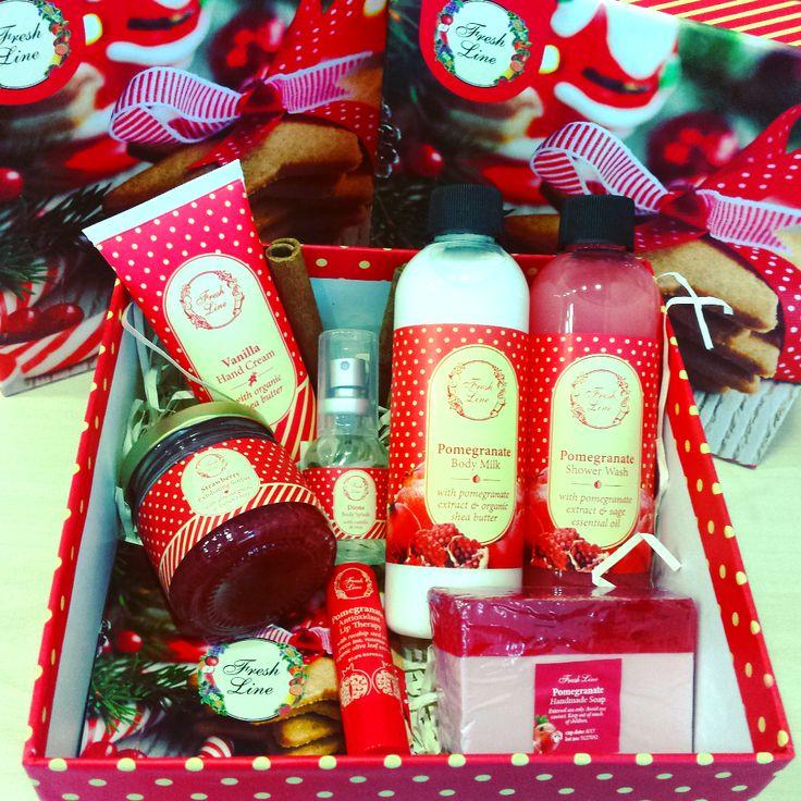 Christmas mood ON! Μετρώντας πλέον αντίστροφα, η #freshline εντυπωσιάζει για μια ακόμη εορταστική χρονιά…με τις πάντα μοναδικές προτάσεις δώρων! Πρώτο και αγαπημένο μας, το σετ Ρόδι, με 7 γλυκά και ζουμερά προϊόντα που θα χαρίσουν σε εσάς και τα αγαπημένα σας πρόσωπα μια μοναδική περιποίηση σώματος! Προνομιακή Λ.Τ.: 26,90€ από 40,12€ #pomegranate_delicacies #xmas2015 ##happyxmasshopping #welovexmas