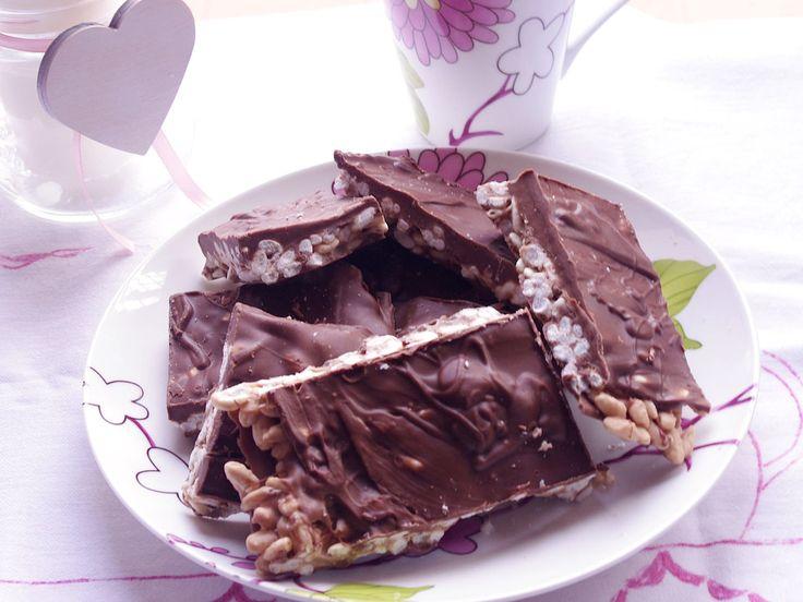 Le barrette cioccolato e cereali kinder cereali Bimby fatte in casa sono super! Golosi trancetti con riso soffiato e cioccolato per una golosa pausa dolce