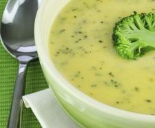 Menú completo: crema de brócoli+pollo a las finas hierbas al mismo tiempo.
