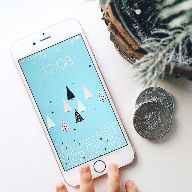Super excited to share our free Christmas background collaboration with the amazing @ingridpetriedesign You can download the full size desktop wallpaper (featuring a Christmas countdown) and one for your iPad/iPhone up on the blog now. Clickable link in bio 🎄❄️💫 . . . . #happyholidays #freedownload #ontheblog #ingridpetriedesign