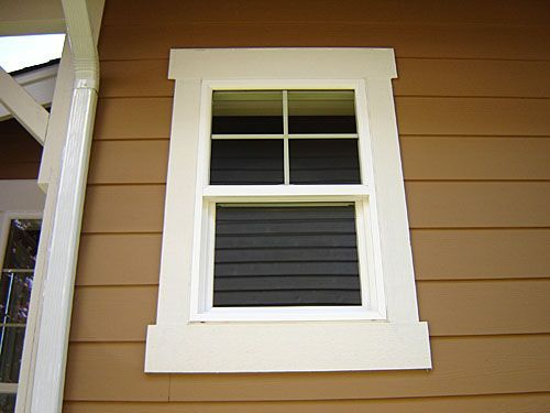 Molding between windows. Looks a bit like your living room windows, Nancy. Could do something like this in there, if the look appeals to you #Windowideas