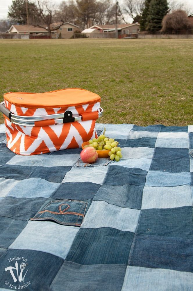 Make an Awesome Water-Resistant Picnic Blanket From Old Jeans