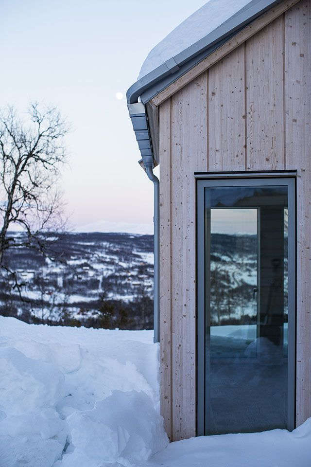 Vityxne » pS Arkitektur. Fasad limträpanel och plåttak i silvermetallic.