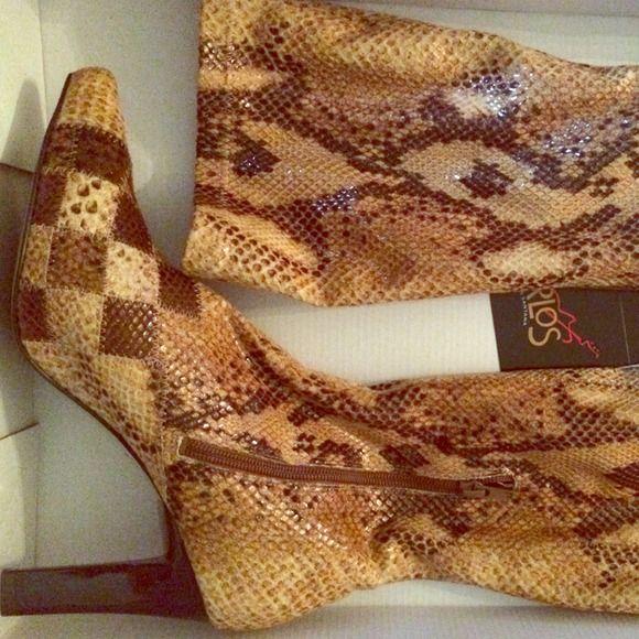Carlos Santana boots Pointed toe. Snake skin tall boot. carlos santana Shoes