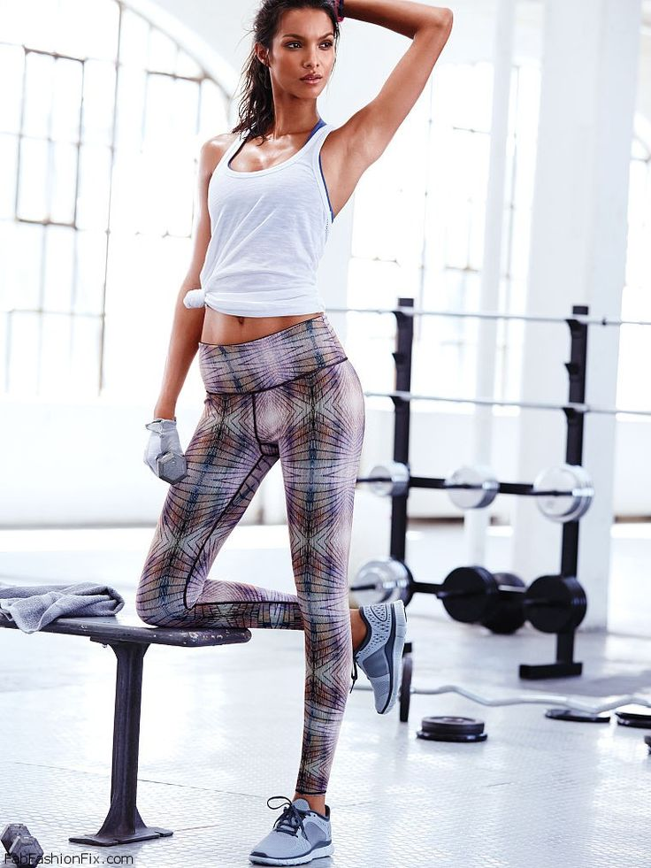 Lais Ribeiro shows her athletic physique for Victoria's