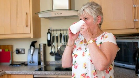 British inventor Chris Peacock has created handSteady, a cup with a rotatable handle for people with motor difficulties.