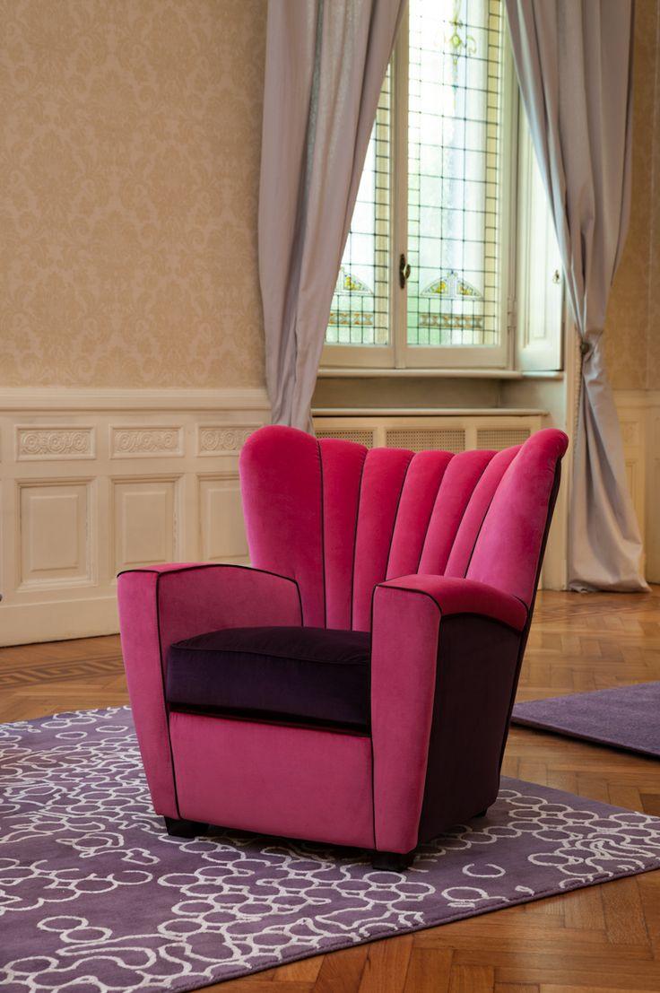 Zarina armchair - fuchsia/aubergine velvet | poltrona Zarina in velluto color fucsia/melanzana