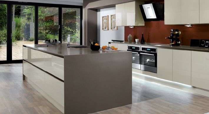 The Integra Crème Kitchen Range. Steamlined modernity with the added appeal of a luxurious, gloss cream finish. #stylish #kitchen #cream #gloss