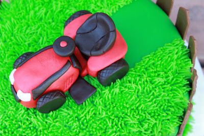 This cake is for 2 year old Hudson who loves his lawn mower!       ;